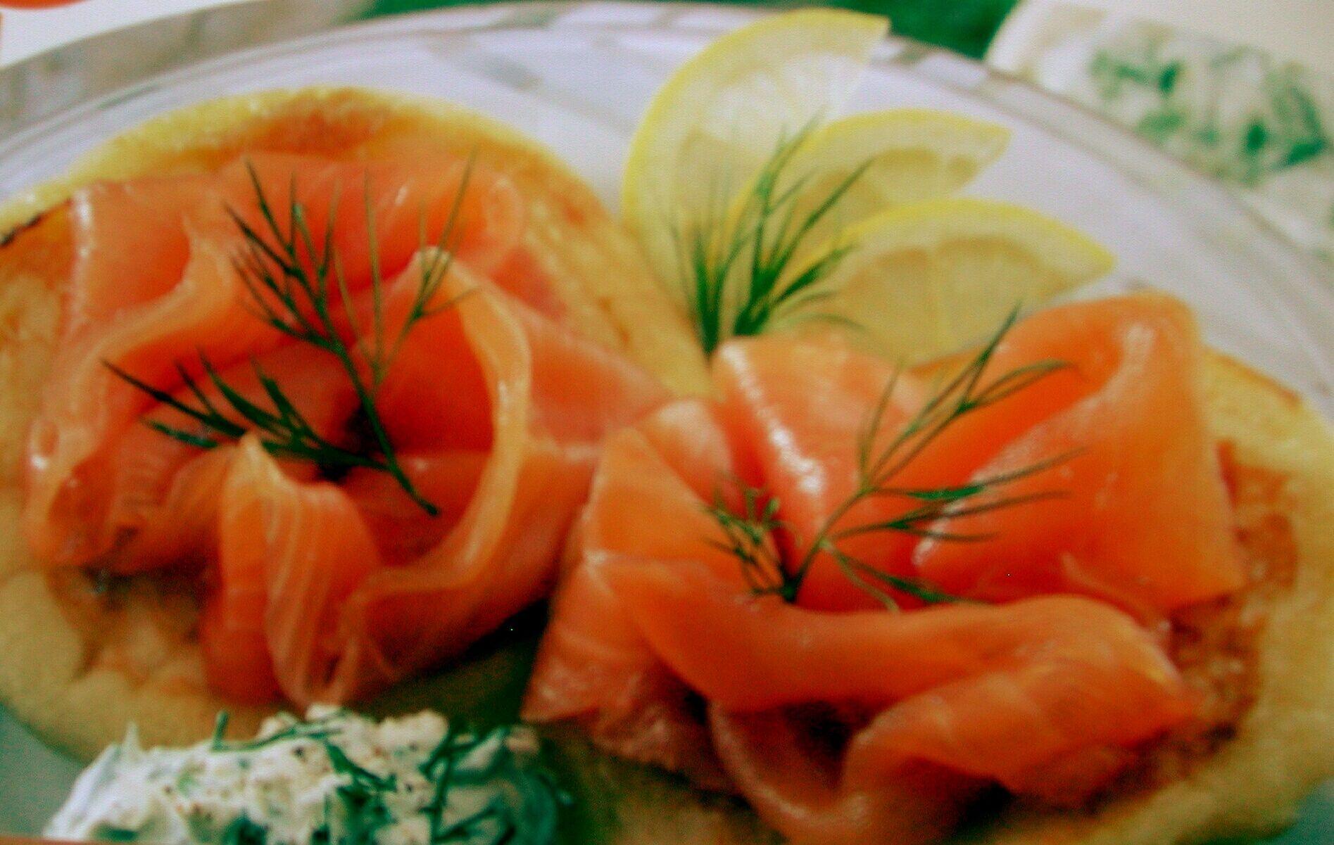 Blinis au saumon fum saumon fum pr sentation for Decoration a l assiette
